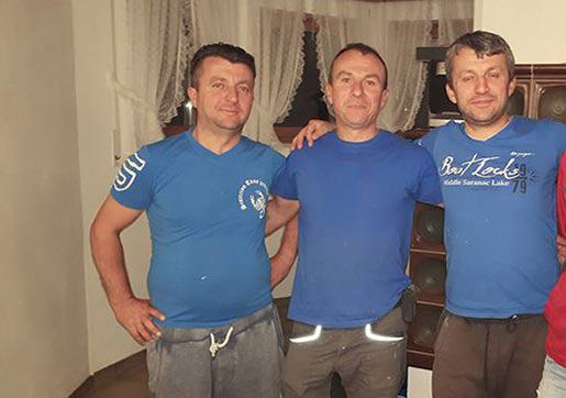 Shpetim Durbaku mit Team