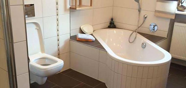 Neues Bad mit Fliesen